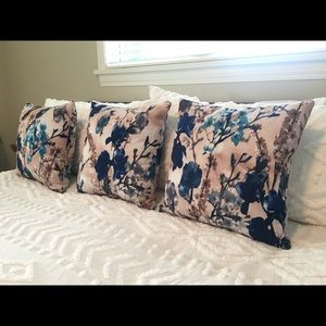 Set of 3 decorative pillow covers